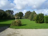 Die große Spiel- und Liegewiese lädt zum Spielen und Toben ein. - Bild 12: Les Prunelles Normannisches Natursteinhaus mit Wintergarten und Kamin