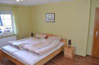 Elternschlafzimmer mit Doppelbett - Bild 3: Ferienwohnung Bahnkolk II in Norddeich