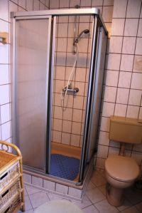 Das Badezimmer im Erdgeschoß - Bild 3: Ferienhaus LUKAS (vorm. Holl) in Dornum