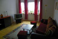 Das Wohnzimmer mit Fernseher läd zum gemütlichen entspannen ein. - Bild 3: 3-Zi-Ferienwohnung im Herzen von Erfurt bis 6 Personen