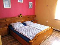 Doppelbett + Einzelbett, Kleiderschrank - Bild 6: Fewo-Haus- Arnolde Nordsee Ostfriesl. EingezGarten, Rolliger. Senioren Hund