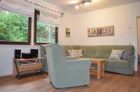Das helle Wohnzimmer verfügt über eine große gemütliche Sitzecke - Bild 12: Ferienhaus Eifelröschen - wenn Sie das Besondere lieben