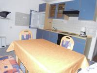 Kochbereich mit 4-Plattenherd und Backofen. - Bild 3: Ferienwohnung C im Ferienhaus Homburger