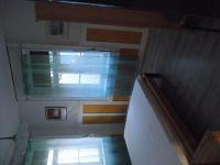 Schlafzimmer mit Schrank, Regal, Nachtisch und Bett mit Nachttischlampe. - Bild 3: FeWo in der alten Kinderschule im Naturpark Südschwarzwald