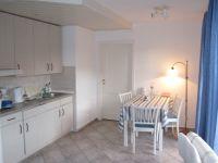 Die Küche ist überkomplett ausgerüstet. Der Elektrogrill auch für die Terrasse befindet sich hier. - Bild 6: Ankerplatz-Schönhagen,direkt an der Ostsee - W-Lan vorhanden