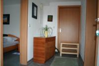 einen seperaten Eingang zur Ferienwohnung und Flur, - Bild 3: Ferienunterkunft für 2 Personen, mittlere Schwäbische Alb, ländlich.