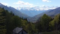 Nordwestlich vom Cannobiner Tal liegt das Vigezzotal. Von der Alpe Blitz im Vordergrund sieht man noch weiter westlich die hohen Berge des Monte Rosa - Bild 21: Sonnig und ruhig gelegenes Ferienhaus in Orasso (Cannobiner Tal)