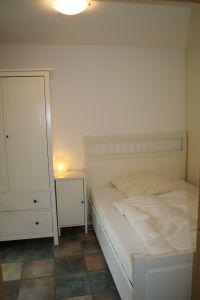 """Schlafzimmer mit Ausgang in den Garten - Bild 3: Ferienhaus """"Häusl"""" in Pfronten im Allgäu"""