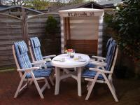 Sitzecke im Freien mit original Borkumer Strandzelt - Bild 12: 4-Sterne-Ferienwohnung im Haus Walfänger