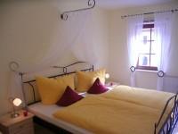 Schlafzimmer mit Himmelbett und Einzelbett - Bild 3: Ferienwohnung in Bad Schandau Elbsandsteingebirge